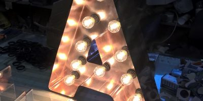 Litere volumetrice cupru cu becuri LED vintage on work (1)